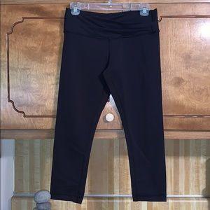 EUC Lululemon solid black tights hit mid calf.